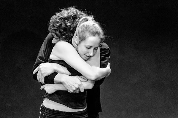 Abbraccio-Giovani